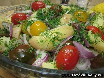 Салат картофельный с помидорами и каперсами