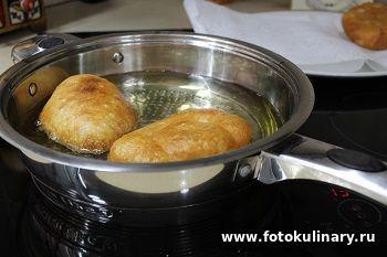 Жареные пирожки с картошкой на картофельном отваре