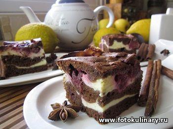 Мраморный пирог с творогом и вишней